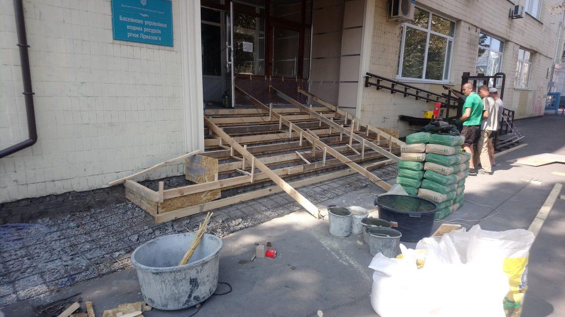 В адмінбудівлі БУВР річок Приазов'я проводяться ремонтні роботи